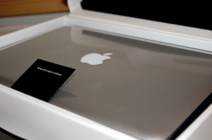 MacBooks zusammengeklappt in Folie